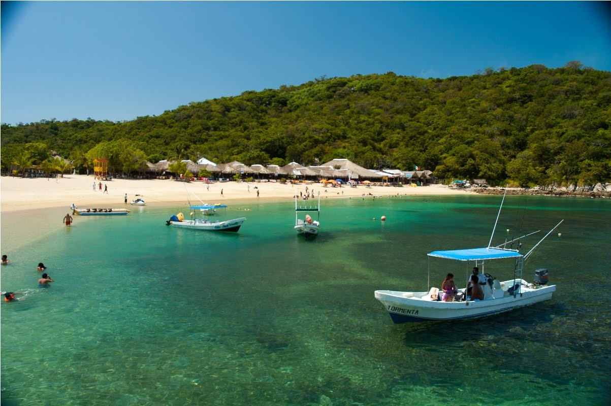 oceanfront-condos-huatulco-snorkel-and-boats