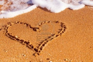 playa del amor heart in sand